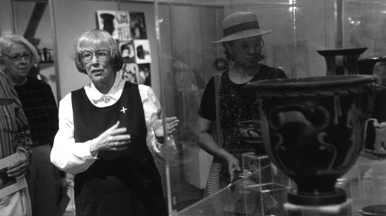 Lucy Turnbull discusses a piece from the University Museum's collection of Greek and Roman artifacts with museum visitors in the early 1990s. Photo by Ole Miss Digital Imaging